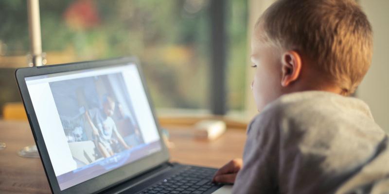 esafety-online-boy-computer