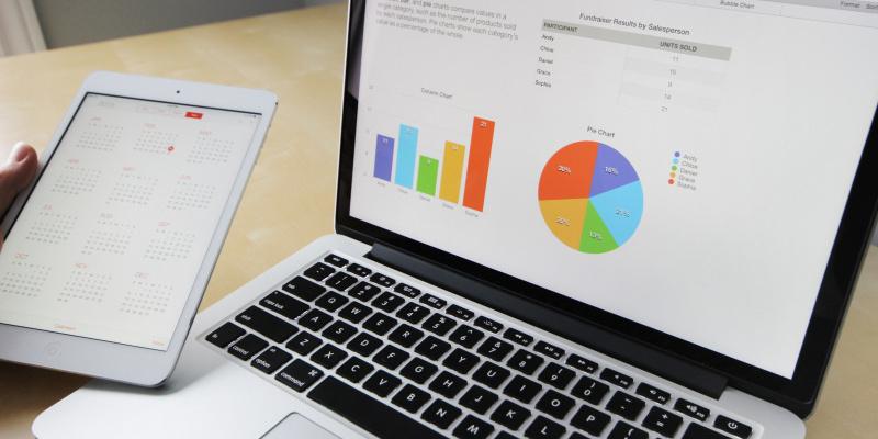 laptop-business-graphs-charts
